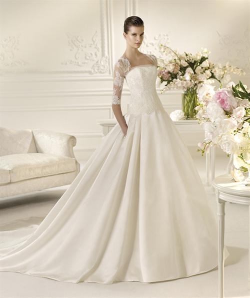 Здравствуйте! Можно ли на рынке найти такого плана свадебные платья? Например такие